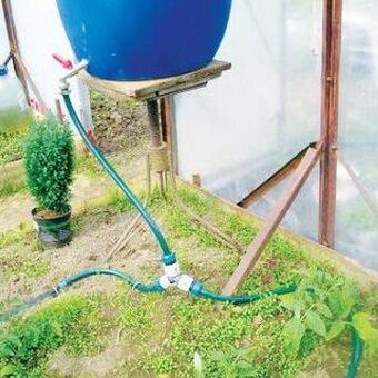 Капельный полив на даче своими руками видео ютуб