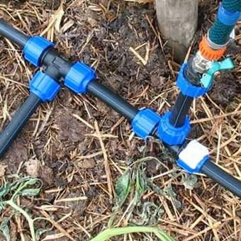 Система автоматического полива с капельной подачей воды