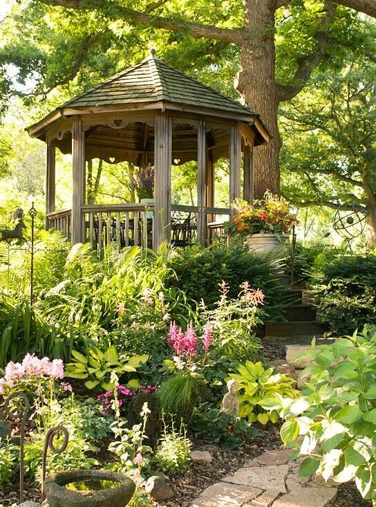 Беседка в саду